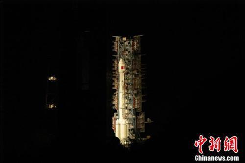 """中国成功发射""""天链二号01星"""""""